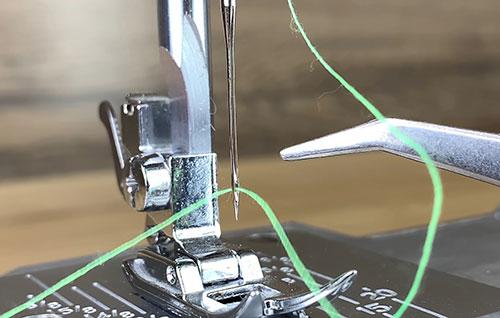 7 причин обрыва нитей в швейной машинке и пошаговая инструкция по устранению проблем